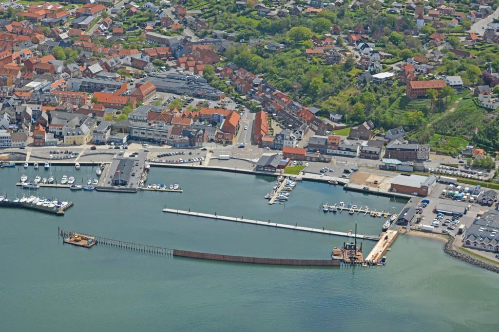 20.05.15 Lemvig havn. Der arbejdes med ny mole