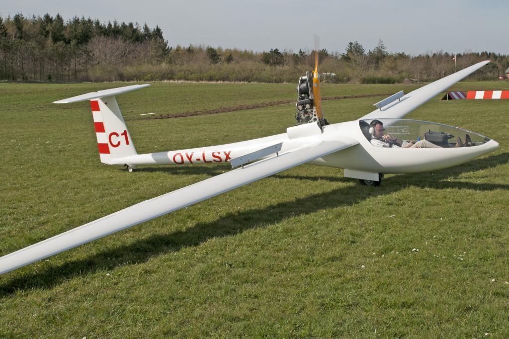 OY-LSX, DG-400 selvstartende svævefly